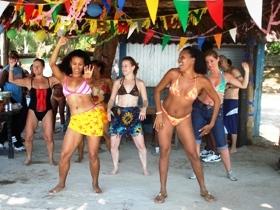 http://2.bp.blogspot.com/-svcQnaOi5Uc/Tl4qTtnBg3I/AAAAAAAAAOM/erK3k_tmJP0/s1600/Caledonia+Cuba+holiday_xmas+party.jpg