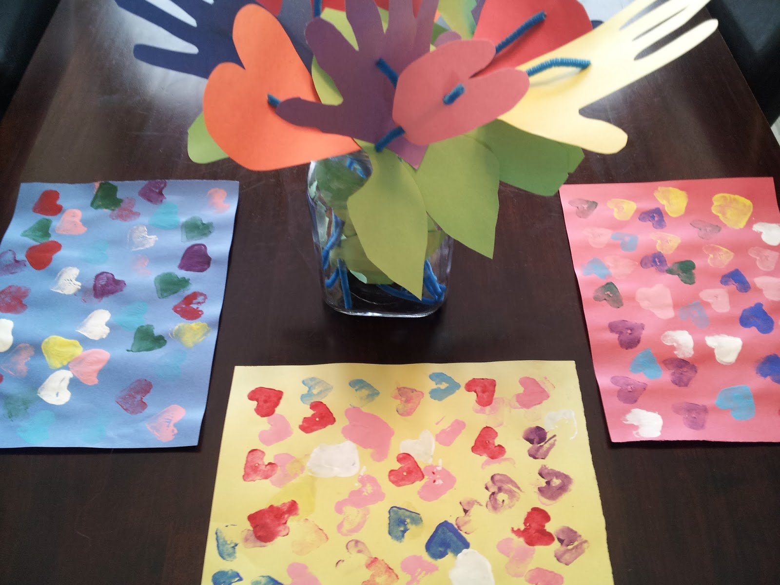 heart stamp placemats, hearts and handprints bouquet, Valentine's Day crafts, crafts, kids crafts