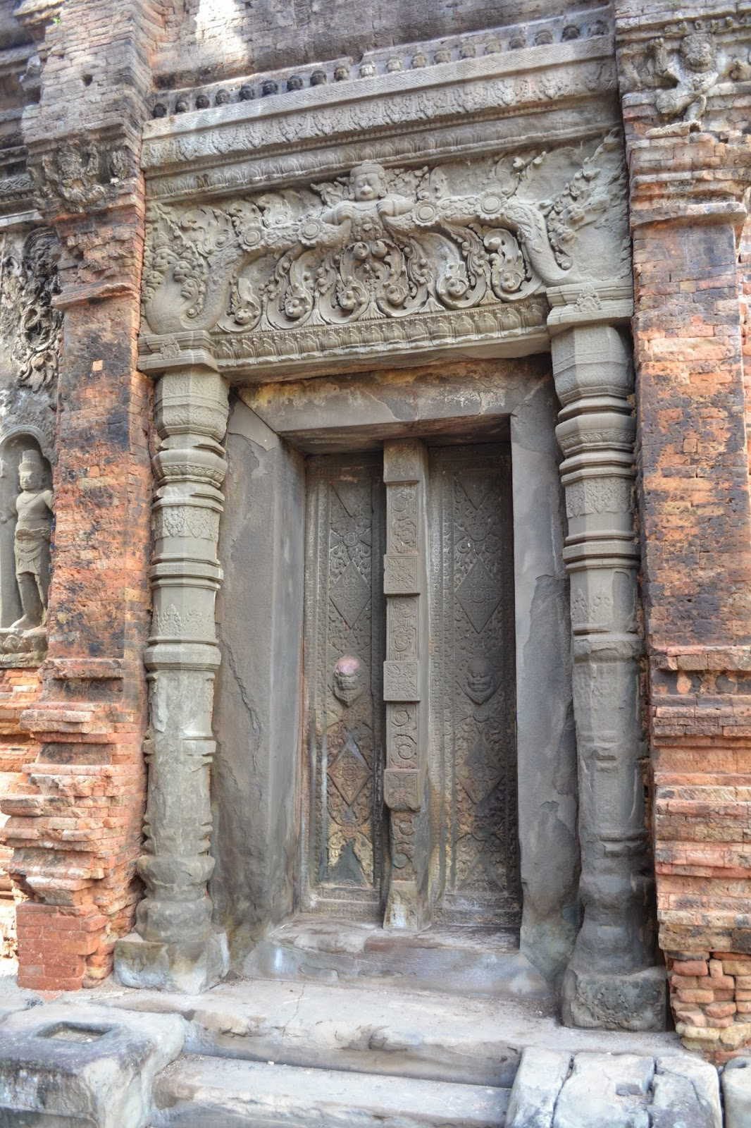False door of temple @ Preah Ko