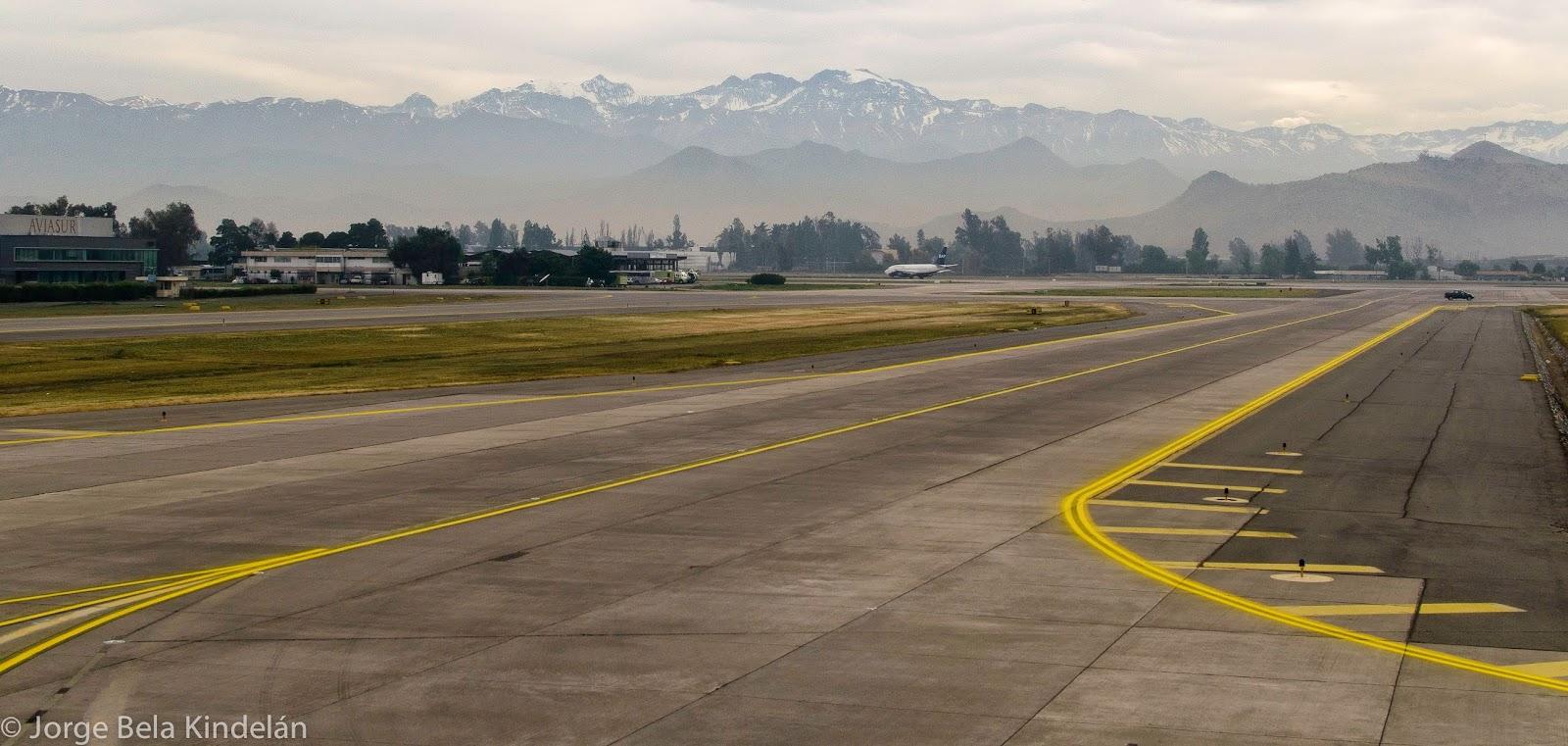 Cordillera de Santiago vista desde el aeropuerto. Foto: Jorge Bela
