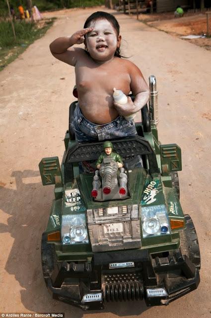 gordito en un camión militar