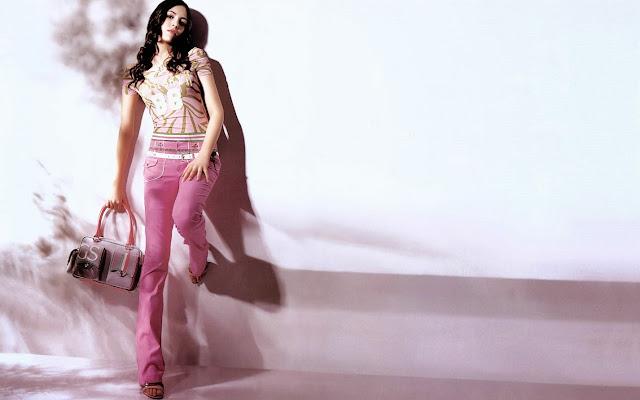 27383-Fashion Model HD Wallpaperz