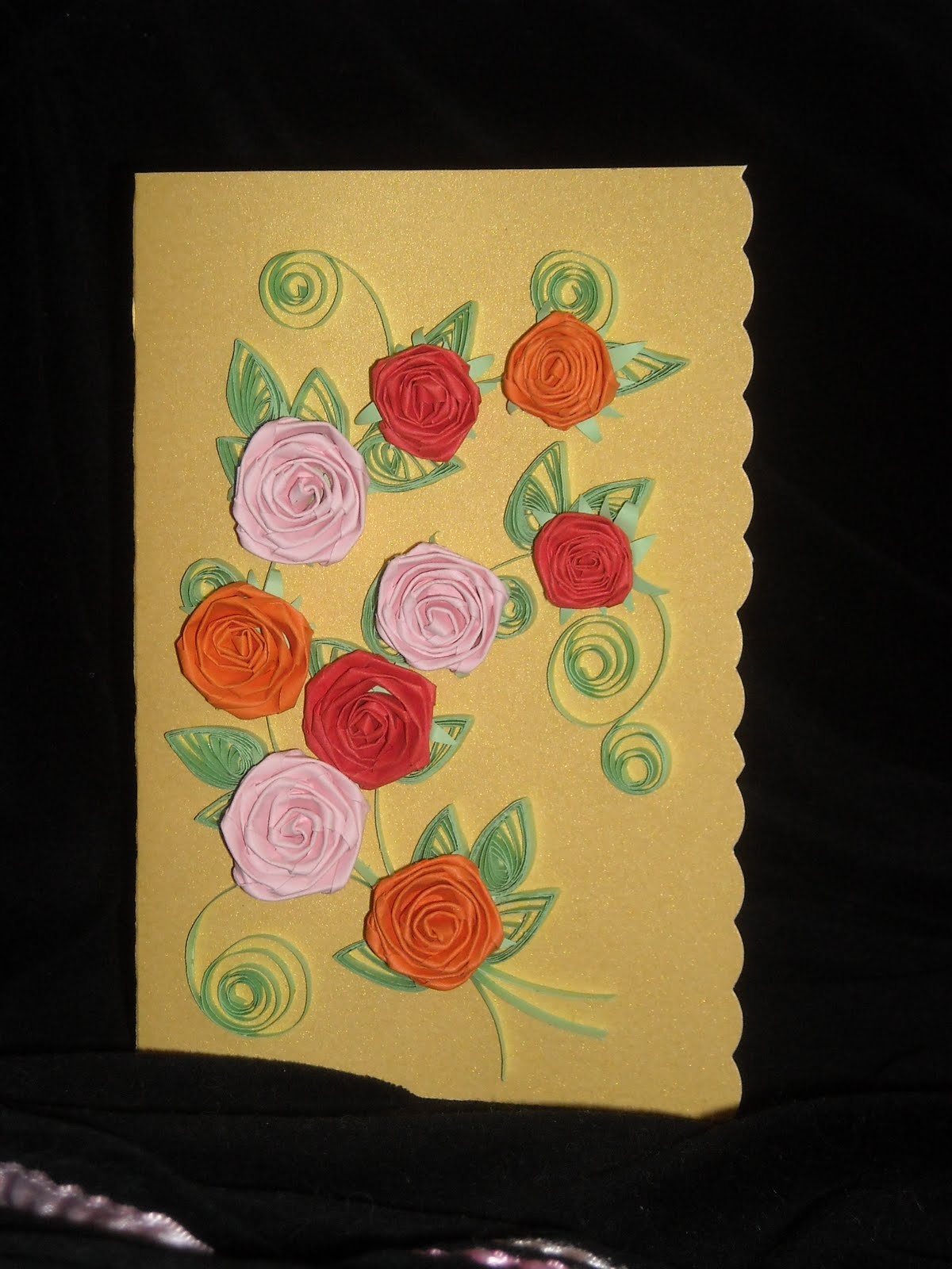 Праздничные открытки могут быть