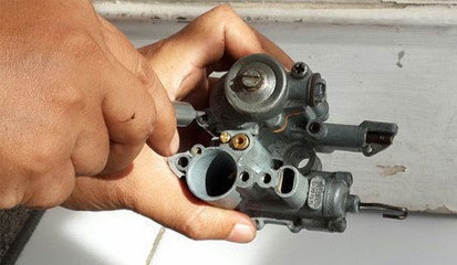 Tips dan Cara Atasi Bensin Vespa 2-Tak Bocor Dengan Ganti Jeroan Karburator