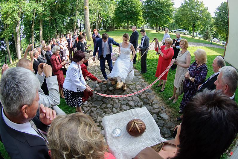 tradicinės lietuviškos vestuvės su vedėja Hana