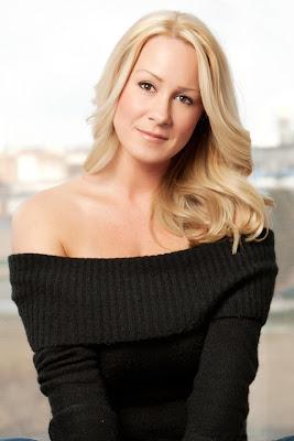 Kerri Herlihy, makeup artist, interview, beauty, First Look Fridays