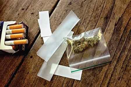 Siapa nggak tahu cimeng alias ganja. Ini rokok bisa murni ganja atau campuran. Tentu saja masih dilarang di Indonesia
