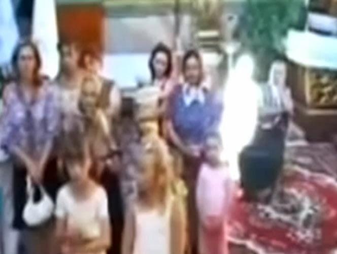 Filman a supuesto fantasma durante una misa Gal-179451
