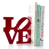 aparador de livros, aparador love, enfeite para estante