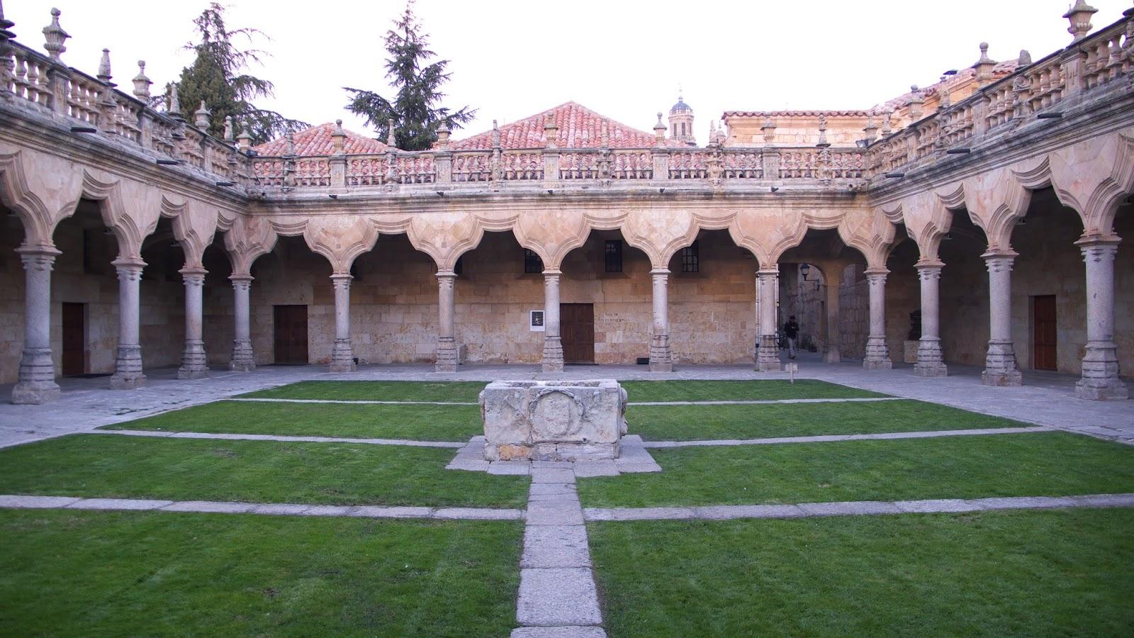 Turismo por Salamanca: El patio de las escuelas menores de ...