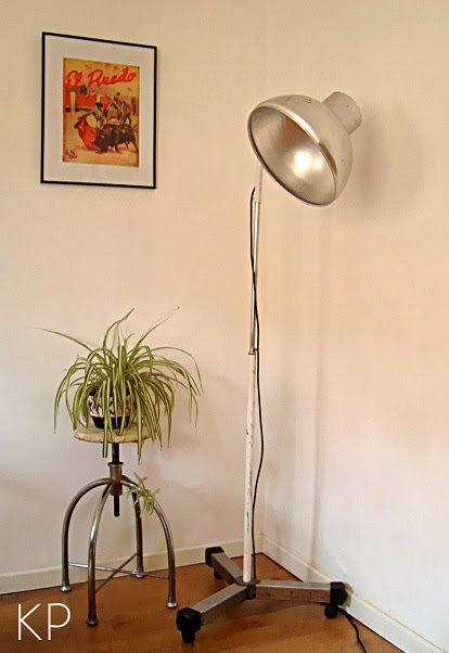 Lámpara de clínica antigua. Lámparas de consulta de médico online. Segunda mano