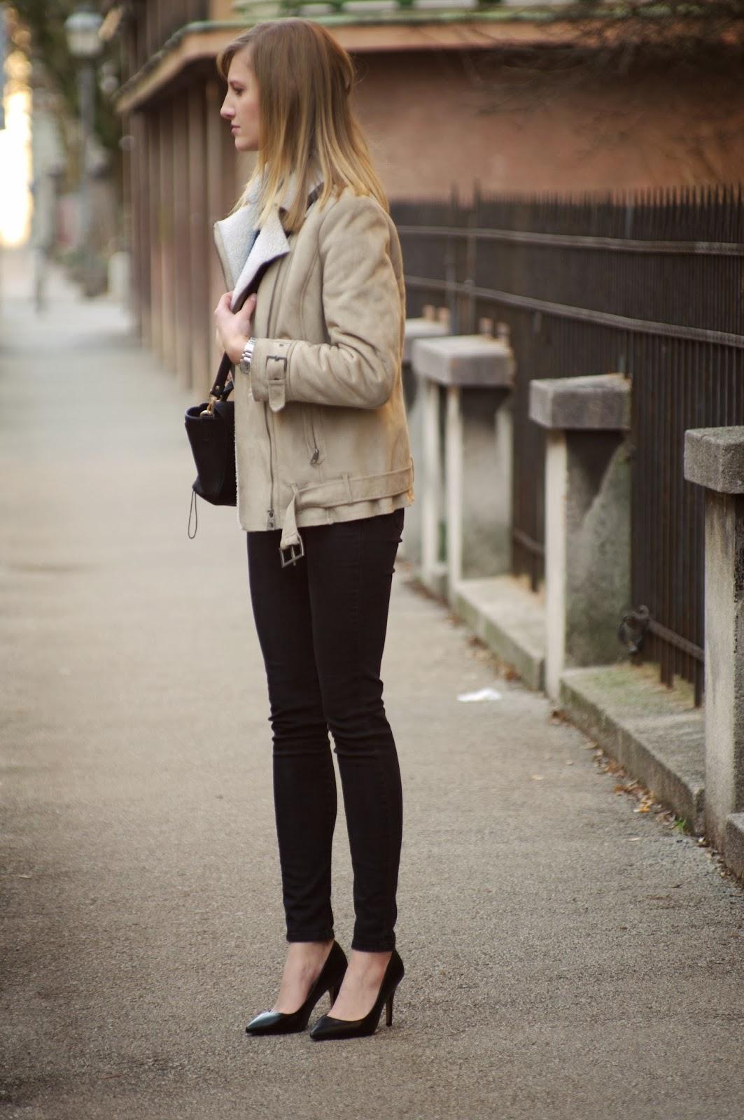 shearling jacket, hm nude sheep jacket, denim shirt, phillip lim mini pashli bag lookalike replica annaxi, pointy court heels, style blogger, fashion blog blogger, slovenski modni blogerji