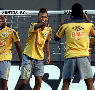 Neymar with his Santos' teammates