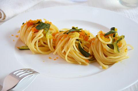Spaghetti bottarga e zucchine