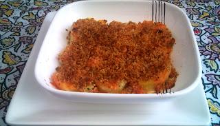 Patata con costra de ajo y tomate