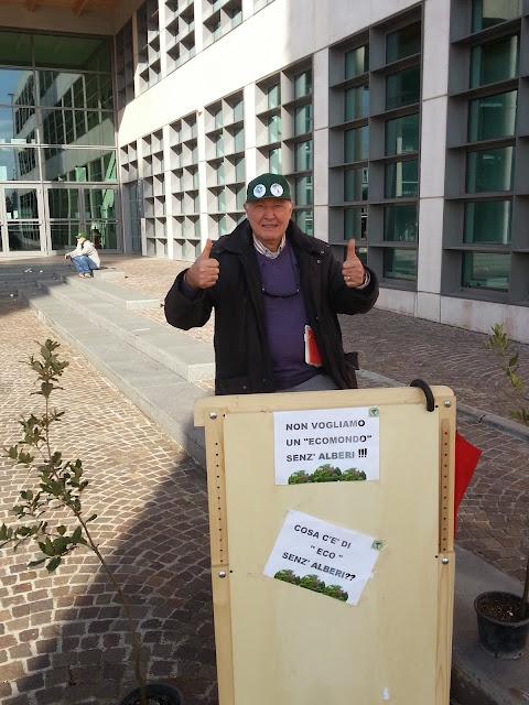 conalpa-una-pacifica-protesta-a-ecomondo-per-piantare-alberi-nei-parcheggi-della-fiera