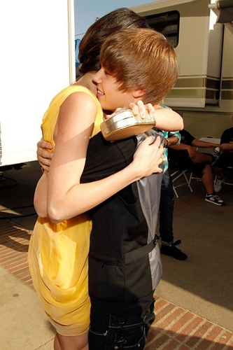 i love justin bieber wallpaper 2011. justin bieber and selena gomez