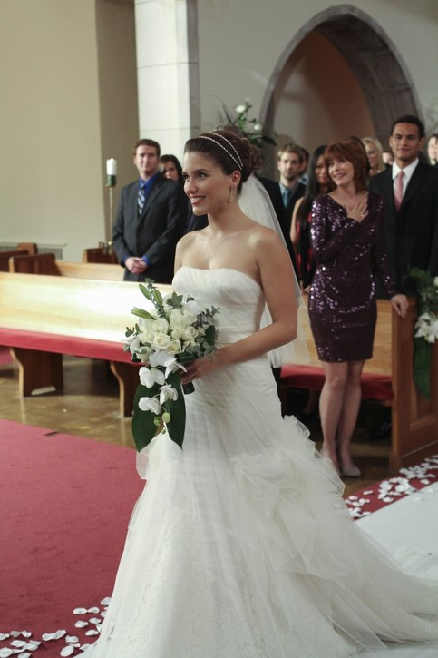 OTH Outfit  - Page 3 Brooke-davis-wedding-hair