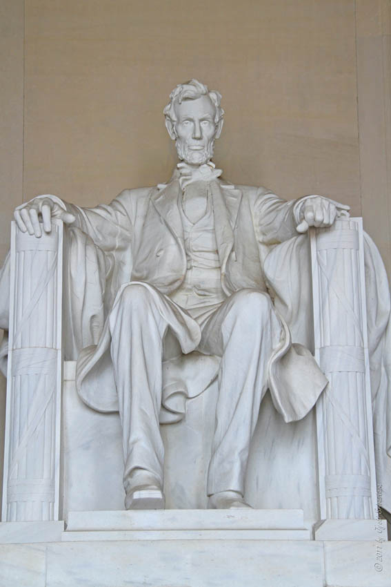 lincoln memorial statue. the central hall has statue of lincoln by daniel chester french is 19 feet high and weighs 175 tons original plan was for memorial