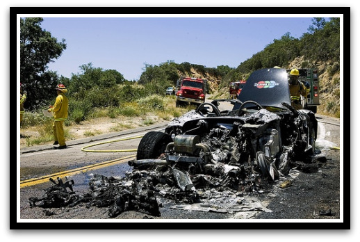 foto mobil terbakar