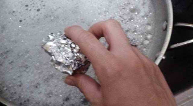 TAKE AN ALUMINIUM FOIL AND MAKE A BALL… IT'S AMAZING WHAT YOU CAN DO WITH IT!