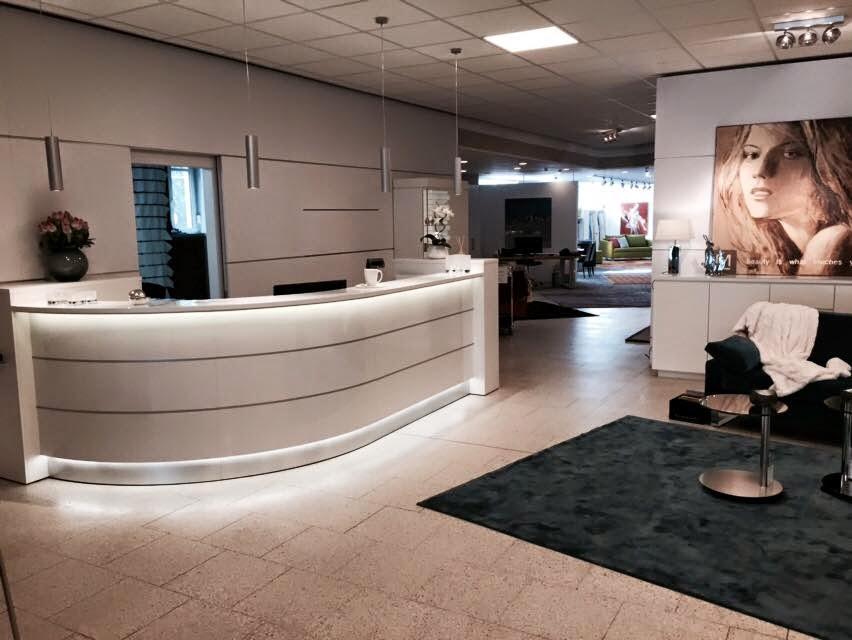 Colour up your office !: Weiße Ladentheken für Markstahler in ...