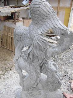 "<img src=""Detail foto dari Belakang-Patung Garuda-Naga bertarung .jpg"" alt=""Patung Tarung Garuda Naga  terbuat dari marmer"">"