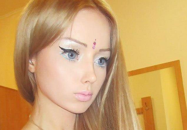 Garota japonesa de 16 anos com rosto de mangá faz sucesso com vlog no Youtube Valeria-lukyanova-real-barbie-doll