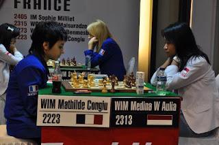 La Française Mathilde Congiu (2223) s'est inclinée ronde 3 face à l'Indonésienne Warda Aulia Medina (2315) © Chessdom
