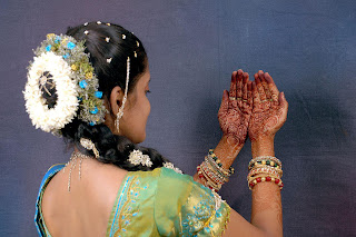 Indian bride wearing Mehandi on her hands.
