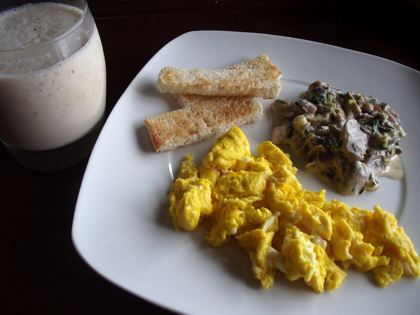 Mimos na comida brunch cogumelos ovos e batido for Ingredientes para comida