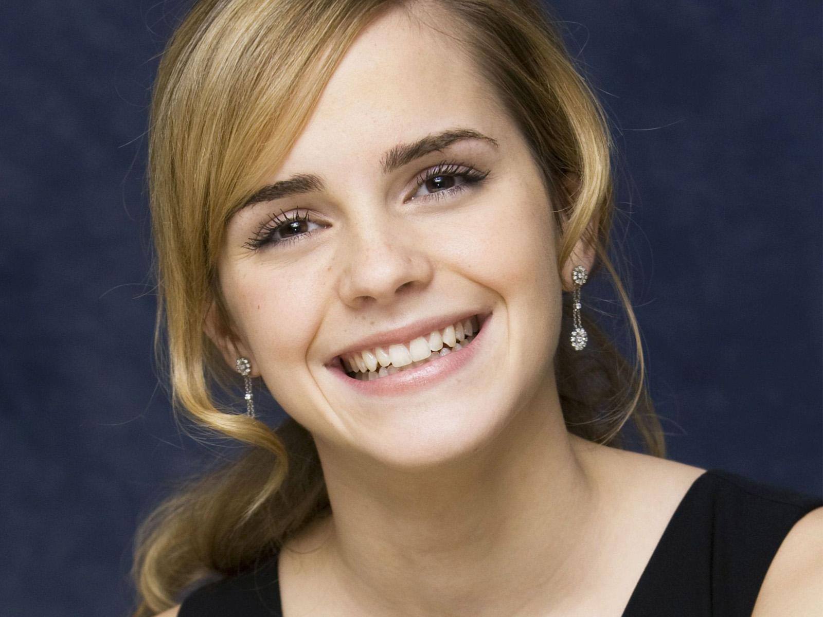 http://2.bp.blogspot.com/-t-5Khnxyxxo/UAqv7zLspGI/AAAAAAAAAmM/QtWe-AIfSPQ/s1600/Emma+Watson+Beautiful+Smile+High+Quality.jpg