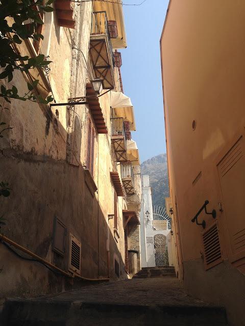 Narrow passge, Positano, Amalfi Coast, Italy