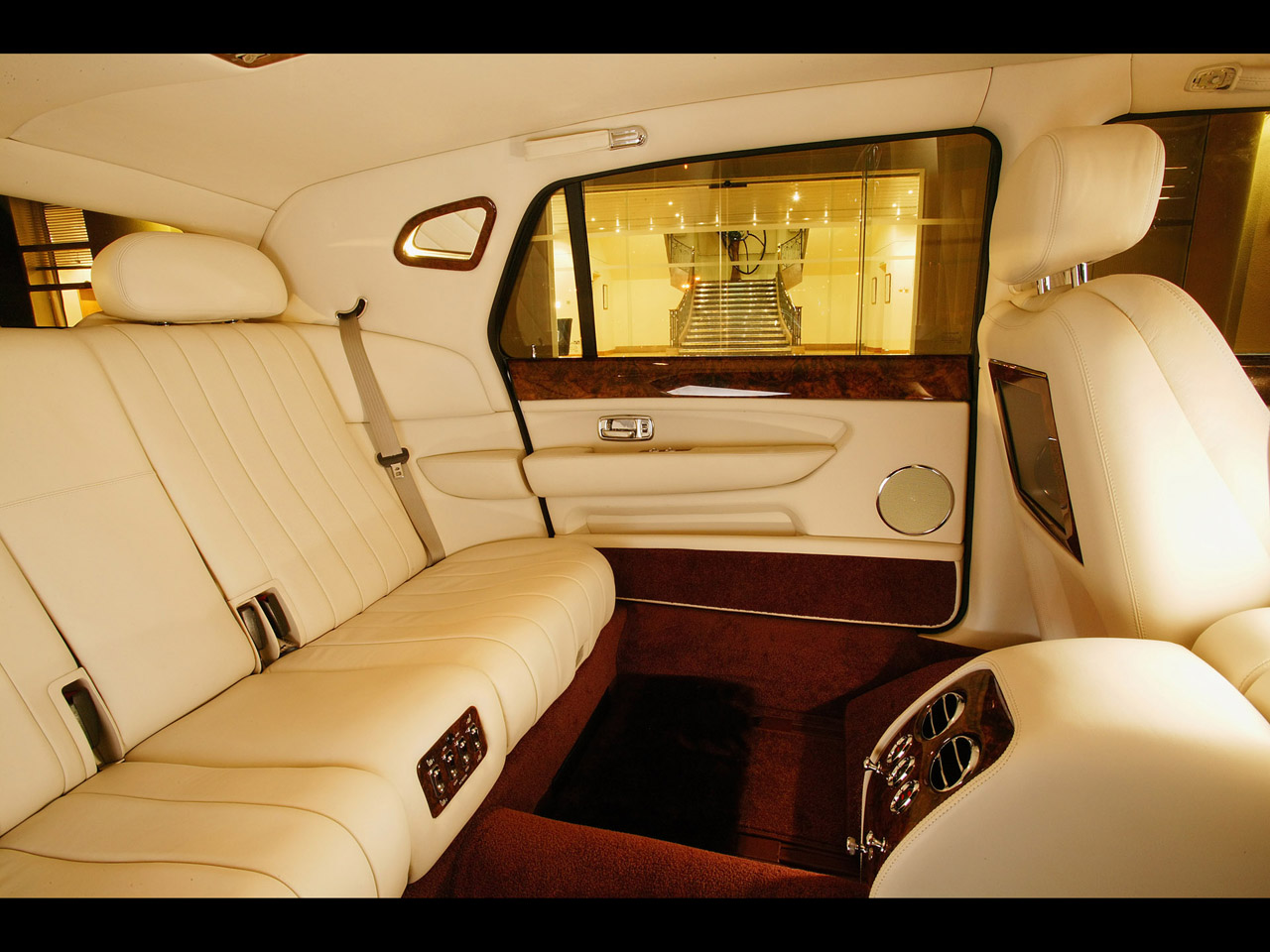 fast cars bentley british model luxury car. Black Bedroom Furniture Sets. Home Design Ideas