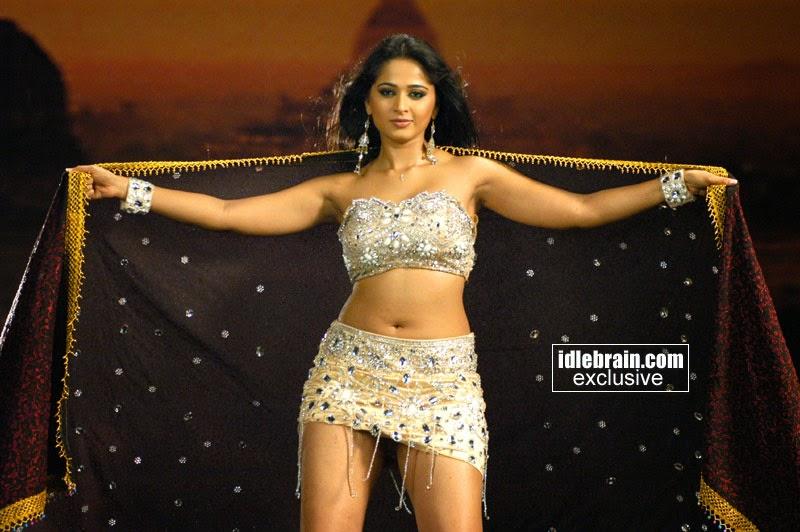 Anushka Sexy Navel & Thighs in Okka Magadu