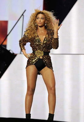 Fashionista and singer Beyonce glamorous style outfits gold sequin jacket in concert.
