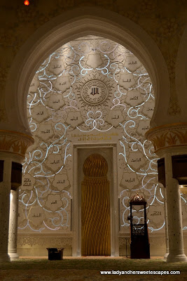 Islamic patterns at the walls of Sheikh Zayed Grand Mosque