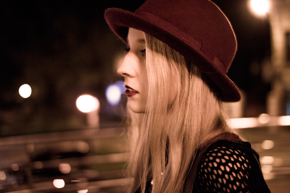 blondynka blog modowy blond burgundowy kapelusz H&M