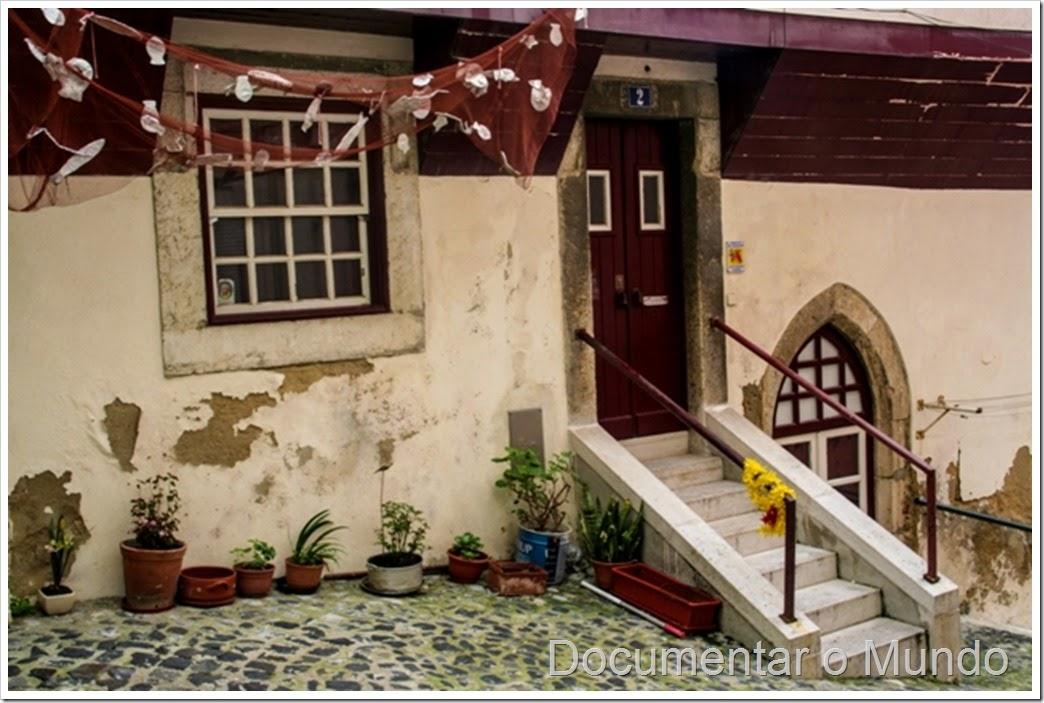 Casa de ressalto medieval no Largo da Achada