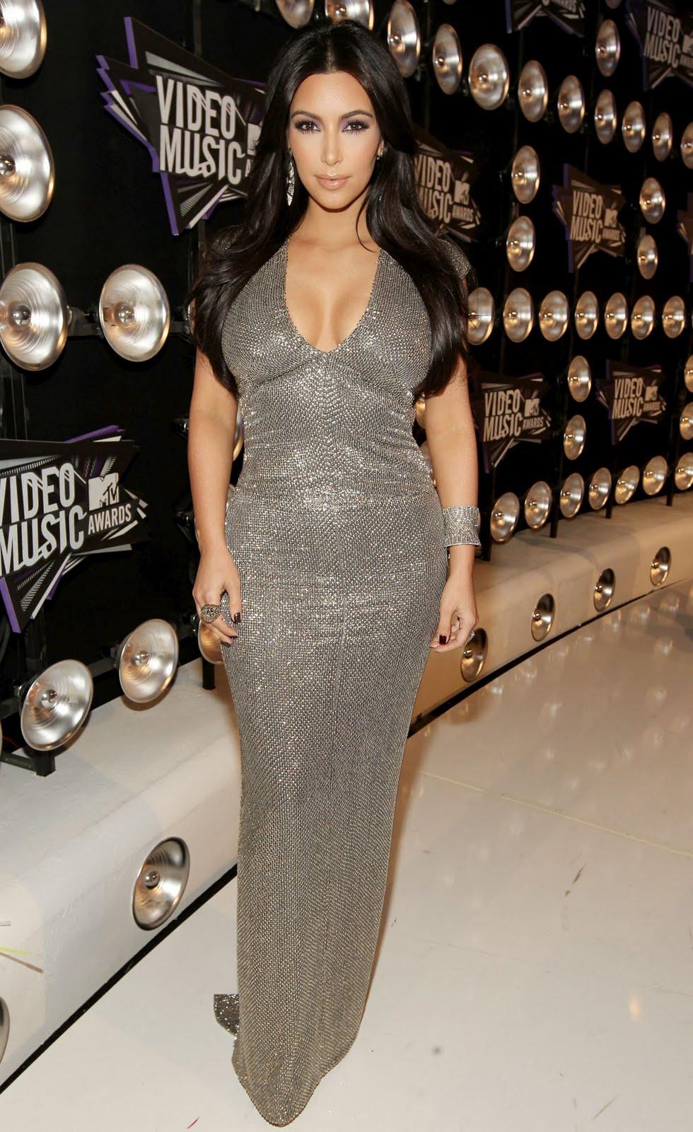 http://2.bp.blogspot.com/-t-VV846XENE/TqP3LmwaPPI/AAAAAAAAFR0/hqzWD52WBA8/s1600/Kim-Kardashian-95.jpg