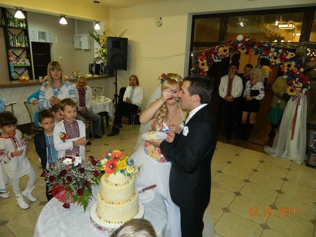 Торт на весіллі в українському стилі, автор - Уляна Коцаба, Івано-Франківськ