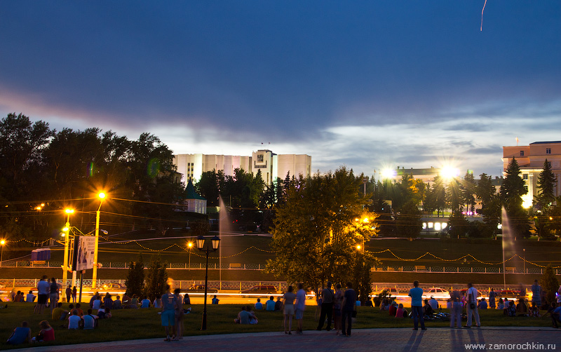 Набережная Саранки. В ожидании фейерверка. День города в Саранске