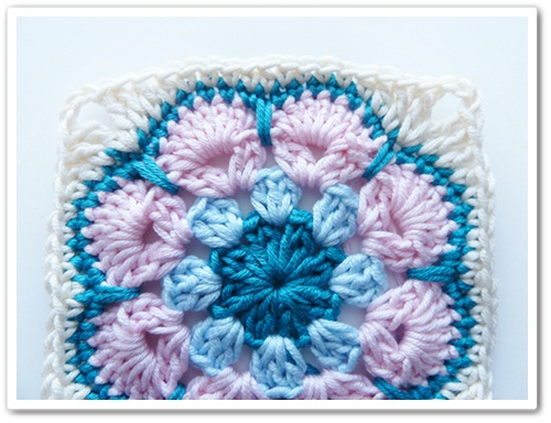 Crochet Granny Square African Flower Pattern : Made in K-town: African Flower Square Tutorial