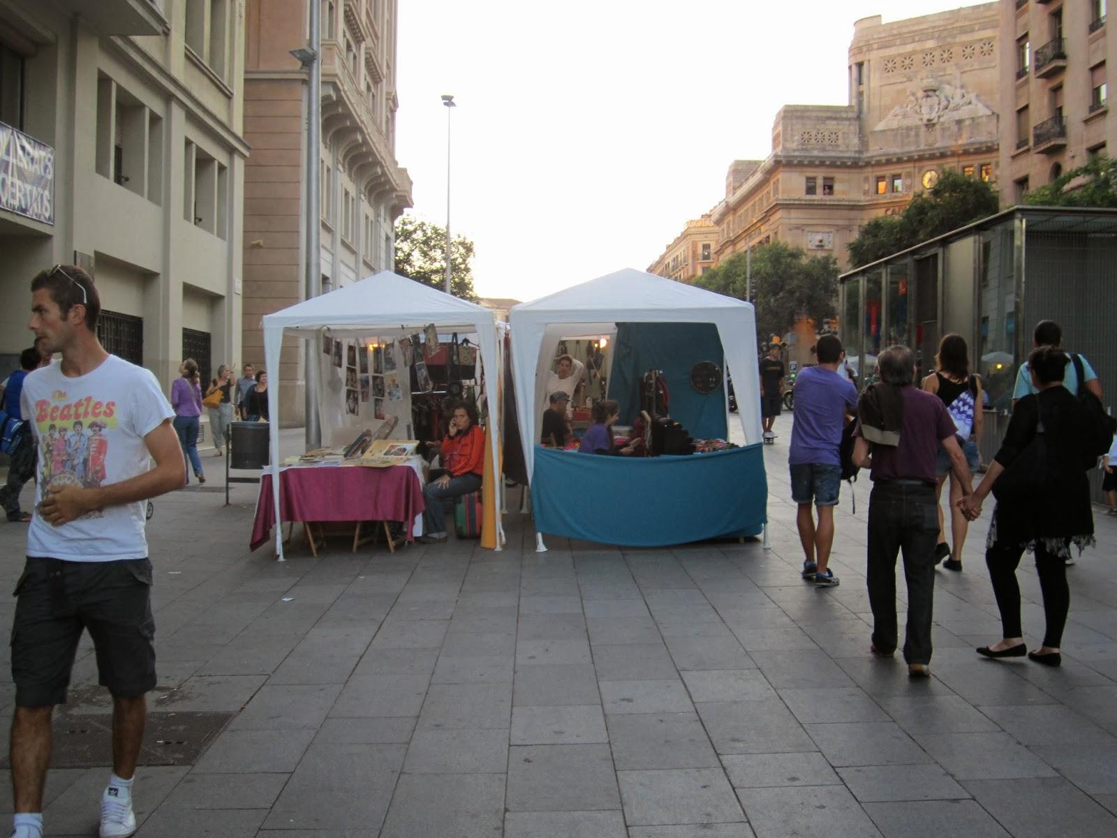 Bichos de colores de mercadillos por bcn con bichos de - Mercado antiguedades barcelona ...