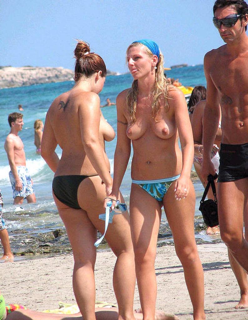 Sexy blonde djane public nude djset - 5 2