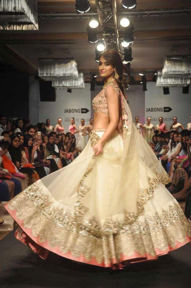 Ileana D'cruz showcases a creation by Anushree Reddy