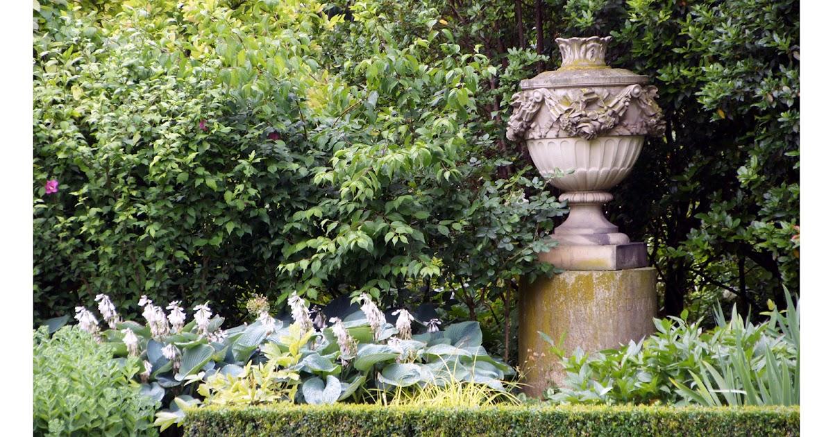 Vasque De Jardin En Pierre Poyr Decoration Jardin