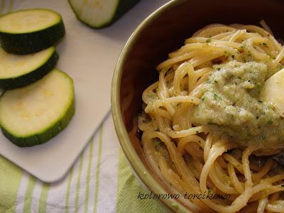 Spaghetti z sosem z grillowanej  cukinii
