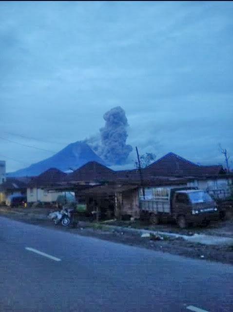 Ecoulement pyroclastique sur le Sinabung, 30 decembre 2013