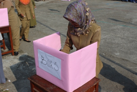 Pemilu secara Jurdil di lapangan MAN Muara Enim.'' Kegiatan ...